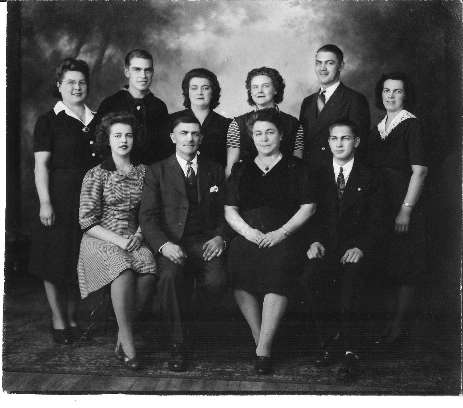 1942 - Ben & Marie Larson family Brainerd, Minnesota, USA. My father Mervin Larson is seated front row right